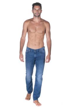 ג'ינס HUGO BOSS SLIM FIT במראה כחול בהיר משופשף 01
